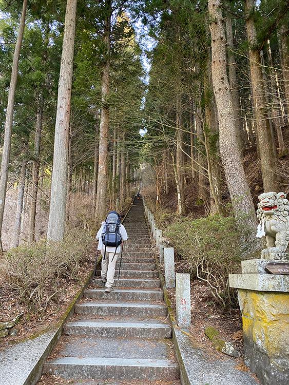 石割神社入口階段